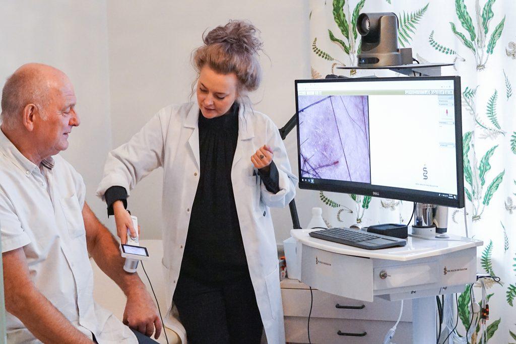 Patientundersökning med VERA telemedicin.